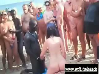 Antar ras pesta di itu telanjang pantai video