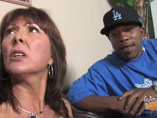 媽媽我喜歡操 gets gangbanged 由 hung blacks
