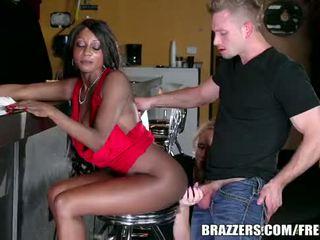 Brazzers - 乌木 和 ivory, 肛交 三人行