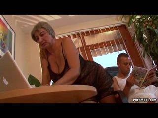 חזה גדול סבתא wants צעיר זין, חופשי בוגר פורנו וידאו f0