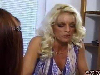 Nikki steele と deva 駅 吸い プッシー で ホット レズビアン ビデオ