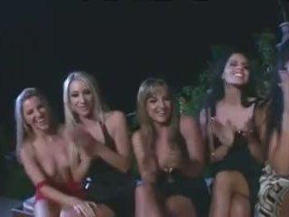 Incredible visi lesbiete gangbang ar strap par dildos.
