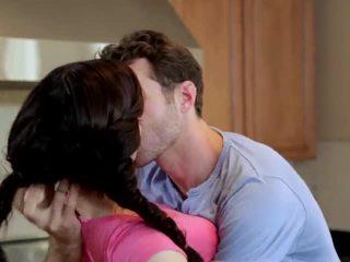 Jenna ross прецака в на кухня