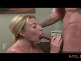 Moeder seduced haar zoon met boezem