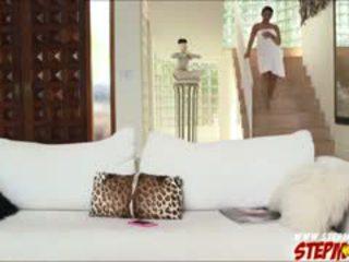 Огромен бомби ada sanchez shares хуй към мащеха diamond kitty