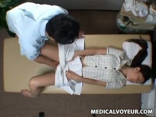 Spycam reluctant vợ seduced qua masseur