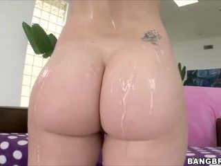 Huge ass on the white girl that gets fucked