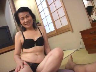 Eldre asiatisk hore loves suging hårete pikk