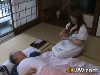 巨乳 日本語 家庭主婦