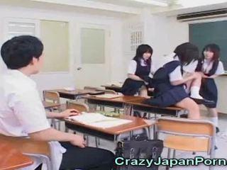 瘋狂的 日本語 青少年 色情!