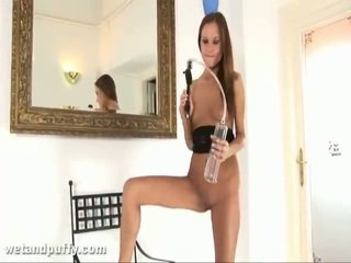 Abby using labia насос
