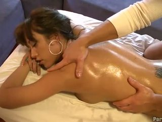 Дика фінгерінг під час гаряча масаж