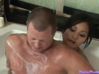 An unusual massaž after taking a tub together