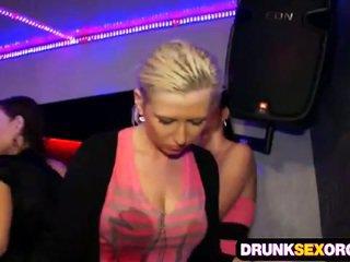 Shocking секс парти пълен на пиян пилета