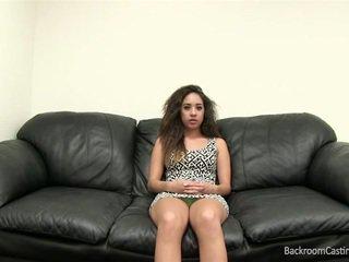 Lett asiatisk brunette kvinne anal casting