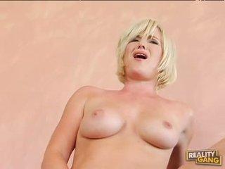 Breasty karštas naomi cruise acquires jos rožinis putė jizzed po a gražus karštas šūdas