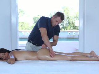 Heet erotisch massage voor een zeer schattig 18yo tiener