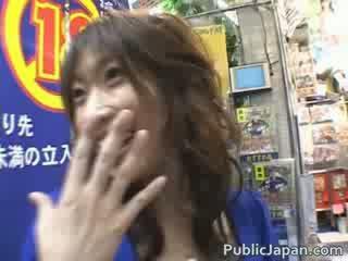 Hinano fantastisk jap fågelunge är körd