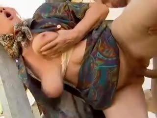 2 φάρμα γιαγιάδες seduced με νέος άνθρωπος