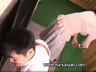 アジアの 成熟した an 叔母 必要性 セックス とともに two 若い 学生