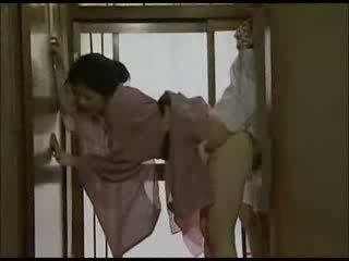 Japānieši mājsaimniece uz kimono fucked video