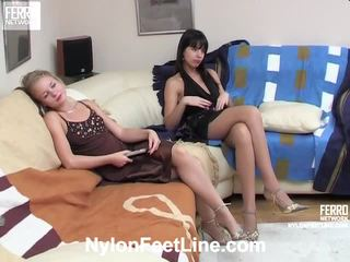 Alina و catherine جوارب footsex عمل