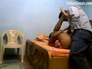 Ấn độ servant fucking rất cứng với houseowner trong phòng ngủ