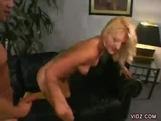 Stacy thorn bends יותר ל dong בפנים שלה
