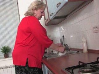 Debeli babi v the kuhinja r20
