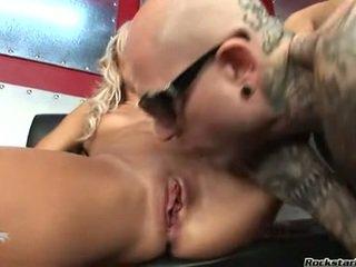 heetste anaal, vol seks in de tieten deel, in de keuken naakt kijken