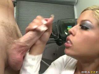 Seksowne kurewka bridgette b enjoys a meaty shaft drilling unfathomable w jej słodkie usta