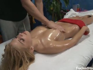 Carmen chaud sexe huile massage