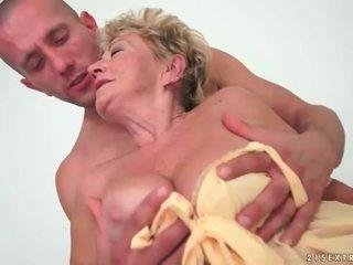 Bà nội enjoys nóng giới tính với trẻ đàn ông