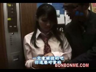 Japānieši skolniece gives laimīgs guy a minēts uz elevator 01