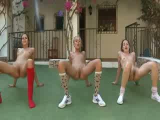 Trio telanjang lesbos penyusunan aerobik