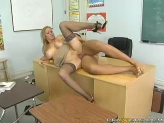 Breasty abby rode acquires jos smulkus putė nailed sunkus ir takes impure cumblast