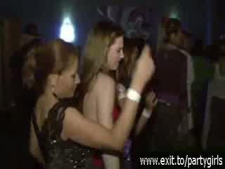 Girtas ištvirkęs paaugliai laukinis į a disco video