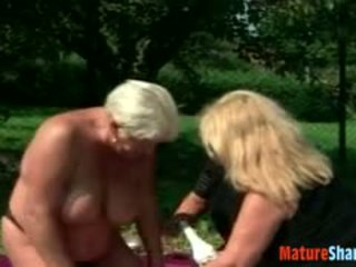 Drunken abuelita plumpers turning lesbianas