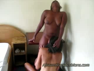 2 African hotties go horny on each other in amateur scene