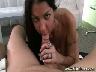 Diwasa tattooed mom aku wis dhemen jancok sucks shaft and loves it
