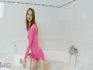 Italien super slender modèle sur la bath