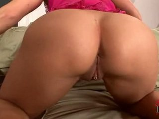Concupiscent Blonde ChrisTina Lee Pleasures Cunny Onto Bed