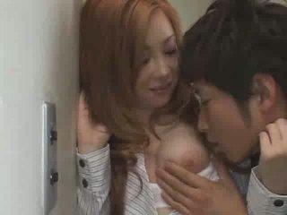 日本語 青少年 他媽的 在 學校 視頻