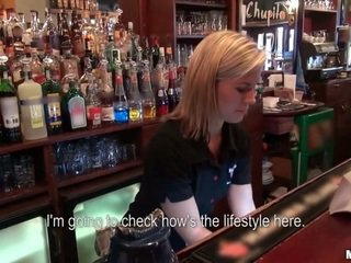 Quem querido para ter laid o barmaid?