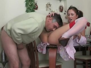 Tinedyer sa medyas gets fucked by older dude