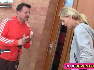 Trẻ blondie likes jogging và fucking