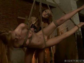 若い ミストレス dominating ホット slavegirl