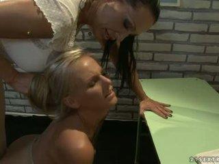 Opettaja ja nuori tyttö lesbo