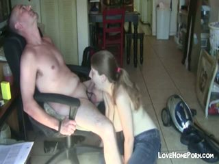Amateur guy gets sucked by ugly whore