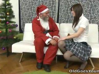 Lama santa clause gives muda remaja yang gift